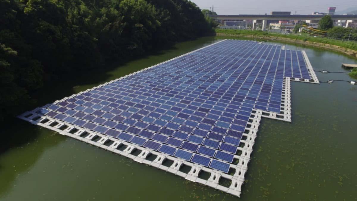Panneau solaire sur plan eau
